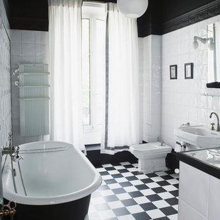 Exceptionnel Cette Image Montre Une Salle De Bain Principale Traditionnelle De Taille  Moyenne Avec Un Lavabo De