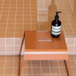 Idee per una piccola stanza da bagno con doccia contemporanea con ante a filo, doccia aperta, piastrelle rosa, piastrelle a mosaico, pareti rosa, pavimento con piastrelle a mosaico, pavimento rosa, top bianco, un lavabo e mobile bagno incassato