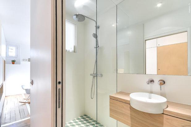 Современный Ванная комната by Richard Guilbault