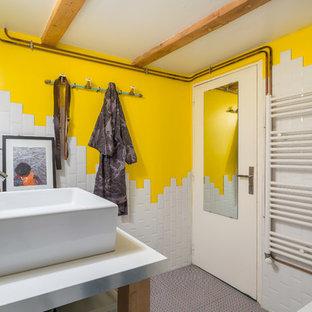Modelo de cuarto de baño principal, bohemio, con bañera encastrada sin remate y baldosas y/o azulejos de cemento