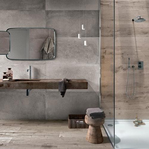 Salle de bain avec un sol en bois brun et des carreaux de béton ...