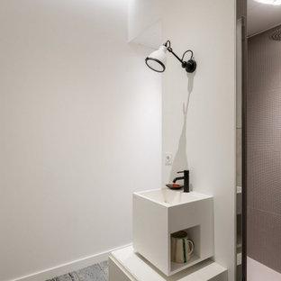 Une salle de bain de poche à la cave