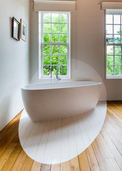 Contemporary Bathroom by Vincent Rustuel Photographe Professionel