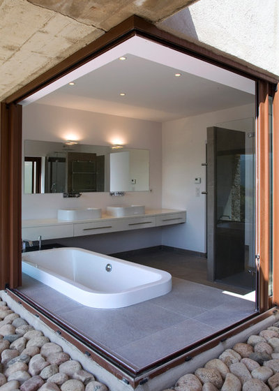 Contemporary Bathroom by Agence Vezzoni