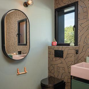 Idée de décoration pour une salle de bain urbaine.