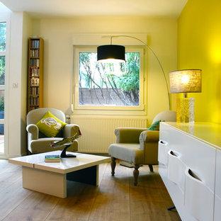 Family room - modern family room idea in Montpellier
