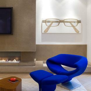 Idée de décoration pour une salle de séjour design avec un mur blanc, un sol en bois clair, une cheminée ribbon et un téléviseur fixé au mur.