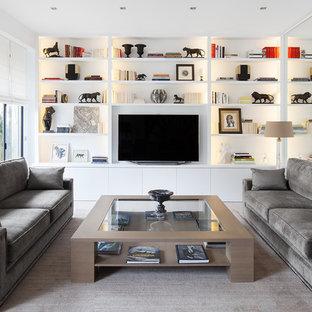 Cette photo montre une salle de séjour tendance avec un mur blanc et un téléviseur indépendant.