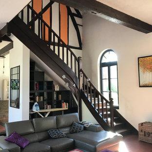 Avant: salon et escalier