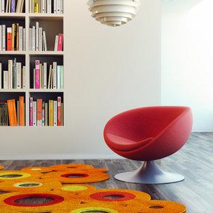 Idée de décoration pour une grand salle de séjour avec une bibliothèque ou un coin lecture design ouverte avec un mur blanc et un sol en bois foncé.