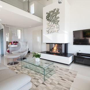 Exemple d'une salle de séjour tendance fermée avec une cheminée standard, un manteau de cheminée en plâtre, un mur blanc, un téléviseur fixé au mur et un sol beige.