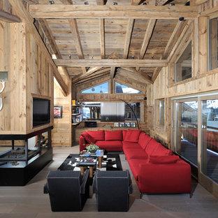 Idées déco pour une grande salle de séjour montagne ouverte avec un sol en bois foncé, une cheminée double-face, un téléviseur fixé au mur et un manteau de cheminée en métal.
