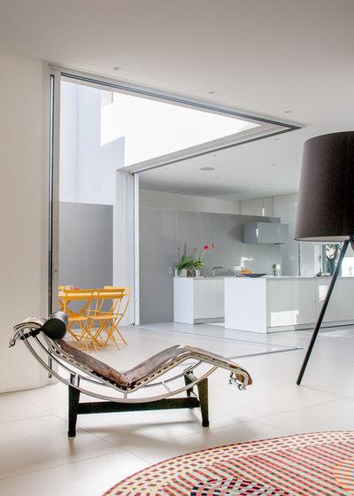 Moderno Sala de estar by Jours & Nuits