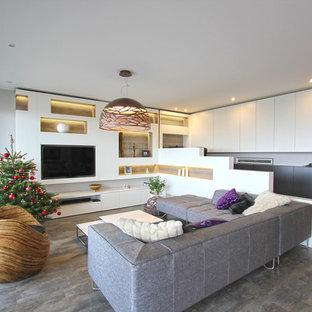 Idées déco pour une salle de séjour contemporaine de taille moyenne et ouverte avec un mur blanc, aucune cheminée et un téléviseur encastré.