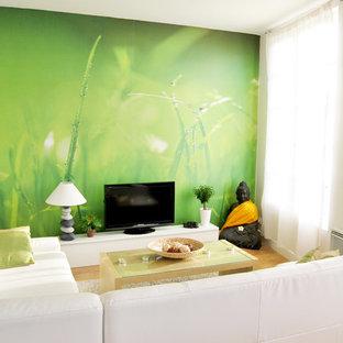 Minimalist family room photo in Brest