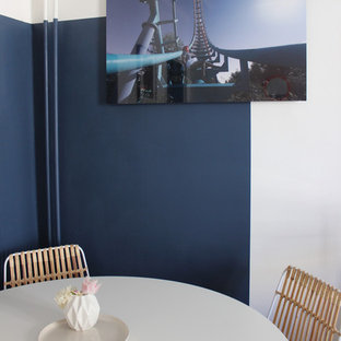 Ispirazione per un piccolo soggiorno moderno con pareti blu
