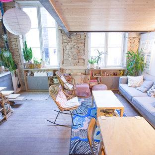 リヨンの中サイズのトロピカルスタイルのおしゃれなファミリールームの写真