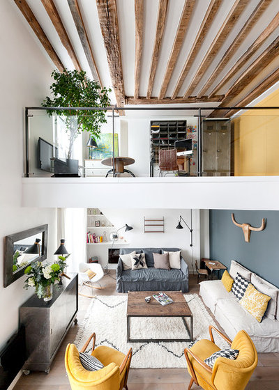 Industrial Family Room by am Alexandra Magne