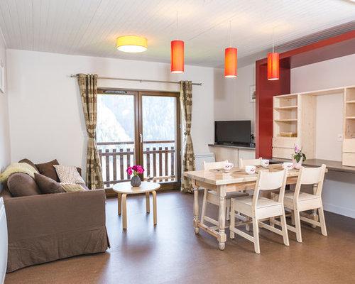 Soggiorno scandinavo con pareti rosse foto e idee per - Pareti rosse soggiorno ...