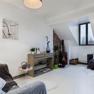 Réalisation d'une salle de séjour design de taille moyenne et fermée avec un mur blanc, un sol en bois peint et aucun téléviseur.