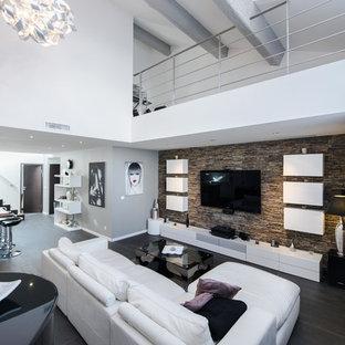 Ispirazione per un grande soggiorno minimal aperto con pareti bianche e TV a parete