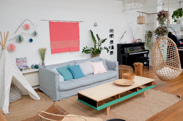 Scandinavian Family Room by Agence de décoration Bepop & Lula