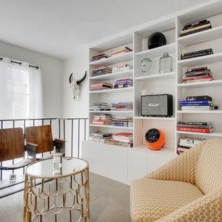 Idées déco pour une salle de séjour éclectique de taille moyenne avec un mur blanc, aucune cheminée et aucun téléviseur.