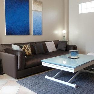Réalisation d'une salle de séjour design de taille moyenne et ouverte avec un mur beige et aucun téléviseur.