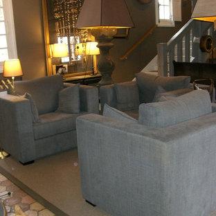 Foto de sala de estar de estilo de casa de campo, de tamaño medio, con paredes negras, suelo de baldosas de cerámica y suelo beige