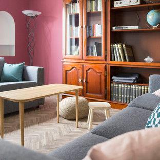 Foto de sala de estar vintage, grande, con paredes rosas y suelo vinílico