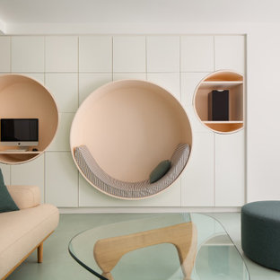 Réalisation d'une salle de séjour design de taille moyenne et ouverte avec un mur blanc et un sol vert.