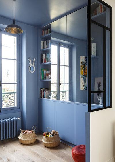 Современный Семейная комната by Mon Concept Habitation | Paris, Lille, London