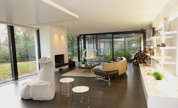 Modern Family Room by C-INTERIEUR