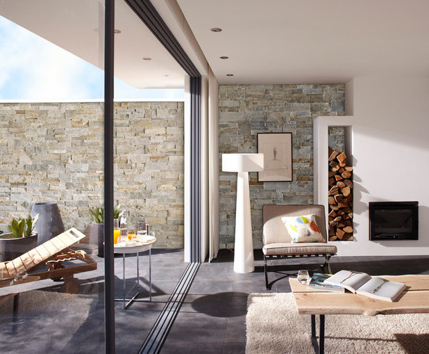 Contemporary Family Room by Leroy Merlin OFFICIEL