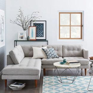 ロンドンの中サイズのコンテンポラリースタイルのおしゃれなファミリールーム (白い壁、暖炉なし、テレビなし、グレーの床) の写真