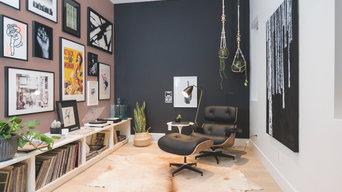 Séjour détente avec meubles en panneaux