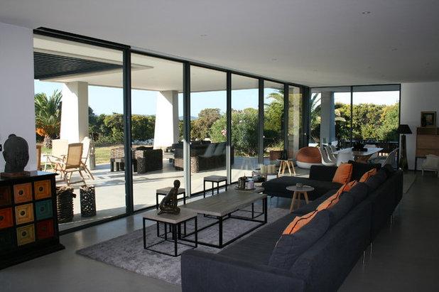 Moderne Salle de Séjour by Vitrum Glass