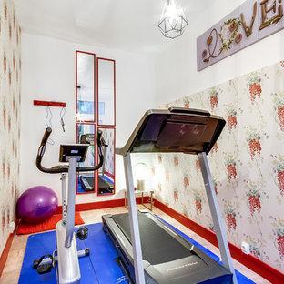 Foto di una piccola palestra in casa chic con pareti multicolore