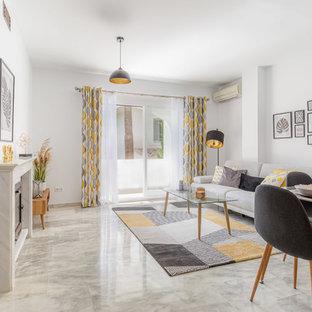 Immagine di un piccolo soggiorno scandinavo aperto con pareti bianche, pavimento in marmo, camino classico, cornice del camino in pietra e pavimento grigio