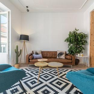 Foto di un soggiorno nordico chiuso con sala formale, pareti bianche, parquet chiaro e pavimento beige