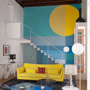 Ejemplo de salón abierto, ecléctico, con paredes azules, suelo de madera en tonos medios y suelo marrón