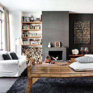Ejemplo de salón abierto, escandinavo, con chimenea tradicional, paredes grises, suelo de madera en tonos medios y suelo marrón