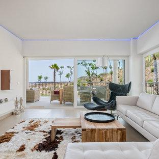 Ejemplo de salón abierto, contemporáneo, grande, sin chimenea, con paredes blancas, suelo de baldosas de cerámica y televisor colgado en la pared