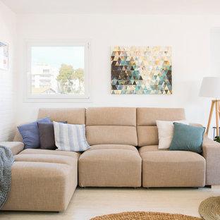 Ejemplo de salón abierto, escandinavo, de tamaño medio, con paredes blancas, suelo de madera clara y estufa de leña