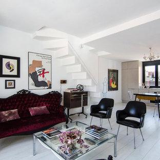Foto de salón abierto, bohemio, con paredes blancas, suelo de madera pintada y suelo blanco