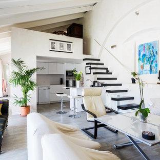 Foto de salón abierto, mediterráneo, con paredes beige