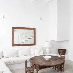 Diseño de salón abierto, mediterráneo, de tamaño medio, sin chimenea y televisor, con paredes blancas