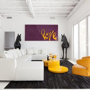Ejemplo de salón para visitas actual, de tamaño medio, con paredes blancas y suelo blanco