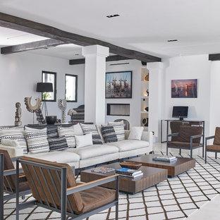 Imagen de salón contemporáneo con paredes blancas y suelo blanco