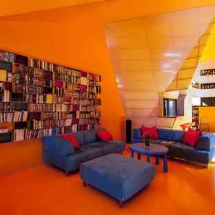Diseño de salón para visitas abierto, minimalista, grande, sin televisor, con parades naranjas